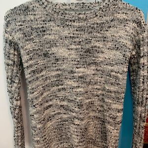LOVE by DESIGN long sleeve sweater size XS
